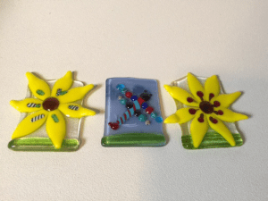 fused glass daisies